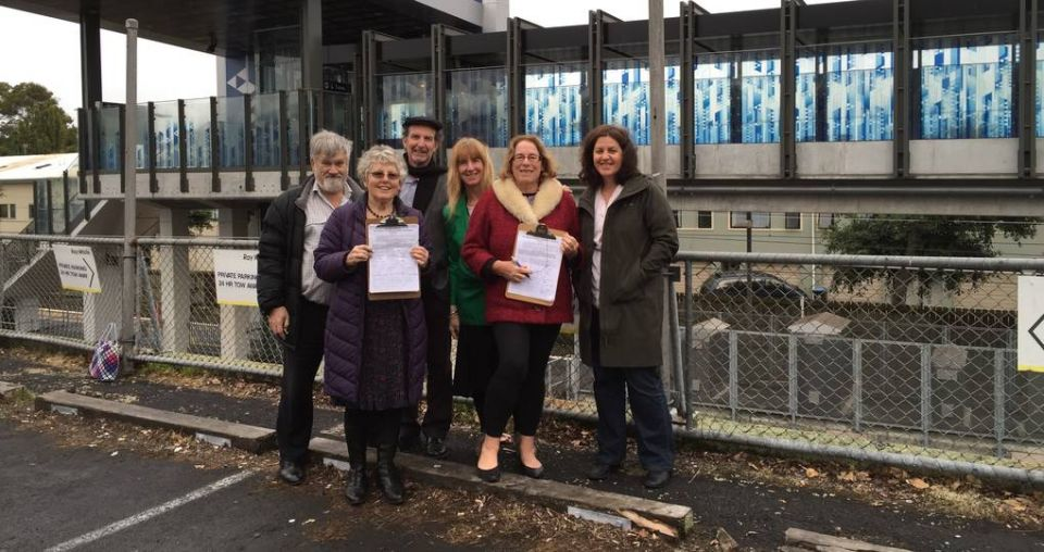 Mt Albert residents take demands for over-bridge to mayor