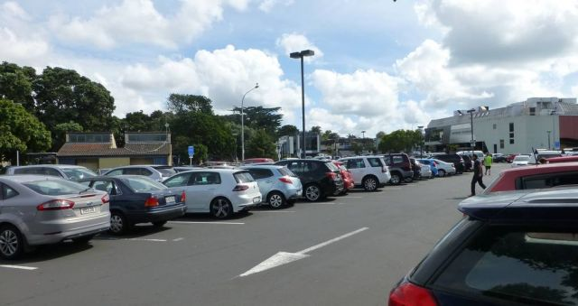Proposed public land sale may 'kill' Takapuna, say residents