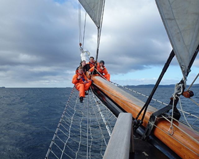 Swelled resilience for teenage sailors