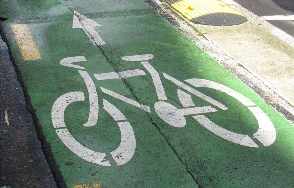 Auckland cyclists advocate for lane across harbour bridge