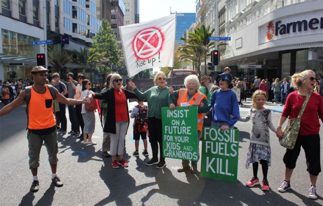 'Our right to rebel' - extinction protest blocks Auckland street